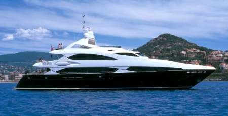 high-speed-boat-chases-sunseeker-luxury-yachts-in-quantum-of-solace