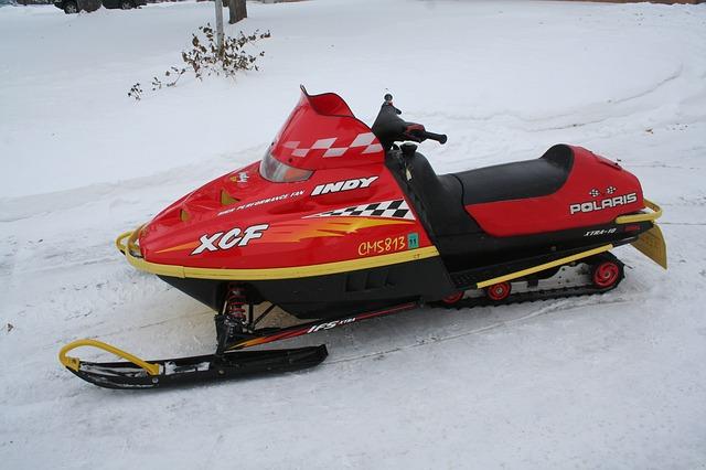 snowmobile-378479_640